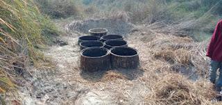 शिकारपुर पुलिस ने छापेमारी के दौरान 10 लीटर चुलाई शराब, एक बाइक व शराब बनाने का उपकरण किया जप्त, दो गिरफ्तार