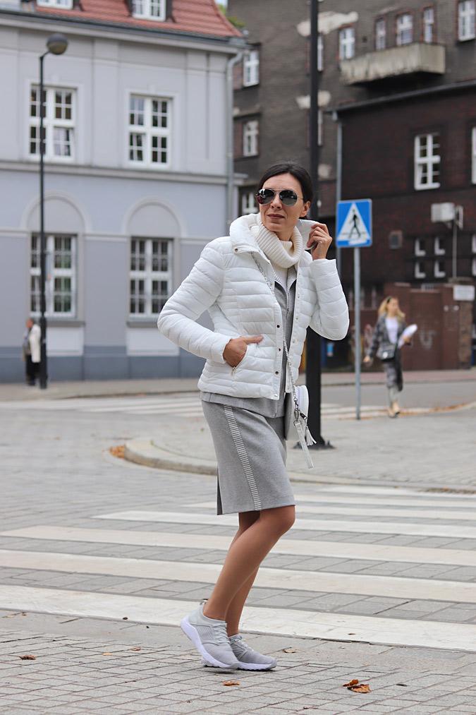 biała kurtka pikowana stylizacje