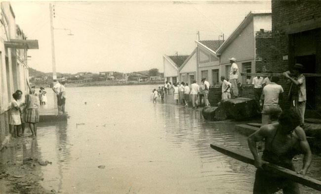 Cheia no Rio Pajeú nos anos 60 Fotos: Dierson Ribeiro