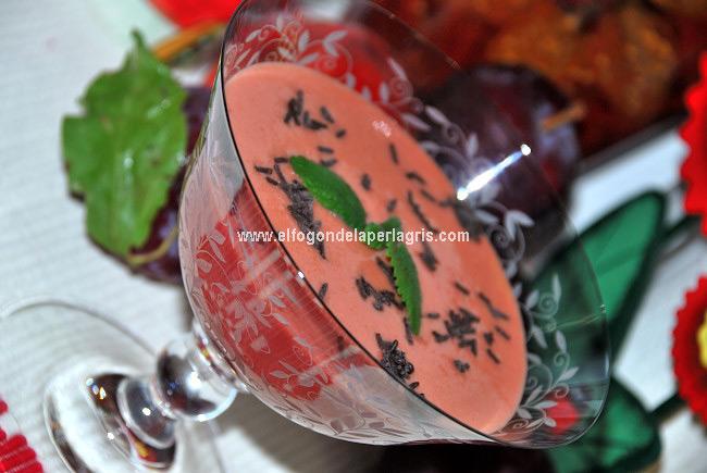 Batido de ciruelas rojas y nectarina con canela