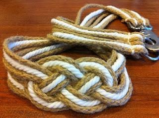 http://manualidadesreciclables.com/8799/como-hacer-un-cinturon-con-cordones