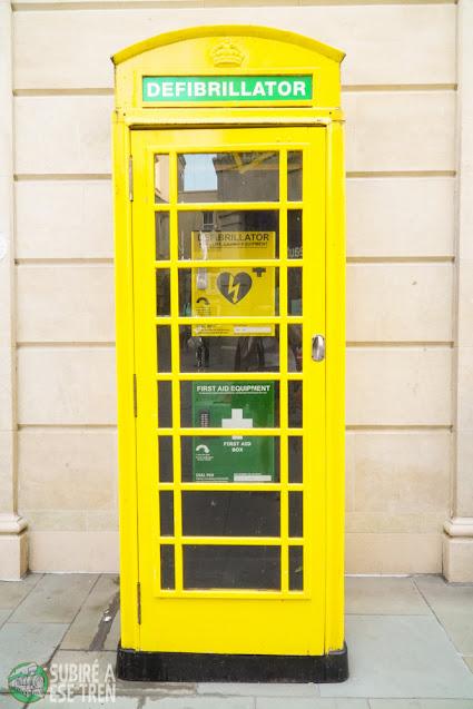 Cabina reconvertida a desfibrilador en Bath, Reino Unido