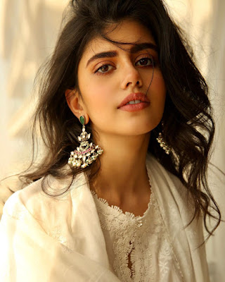 Biography of Sanjana Sanghi in Hindi