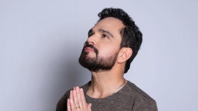 """""""Tudo é no tempo de Deus"""", diz Luciano de 1º single gospel"""