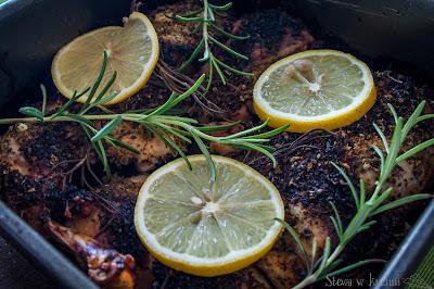 Pieczone udka kurczaka z rozmarynem i cytryną