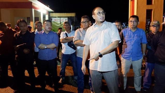 Razia Kelab Malam di Padang, Andre Rosiade Temukan Sejumlah PSK