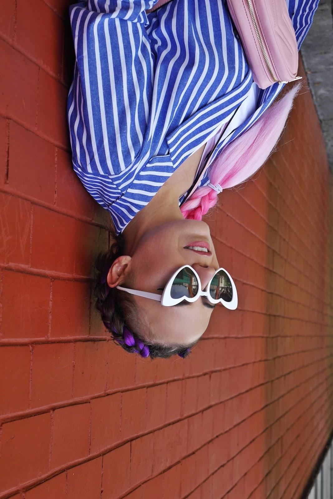 blogerka modowa różowe włosy białe okulary serca aliexpress karyn blog modowy
