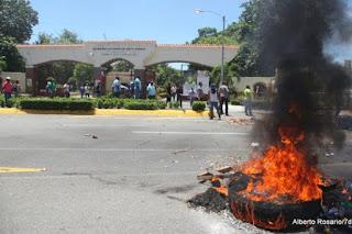 Resultado de imagen para disturbios en la uasd