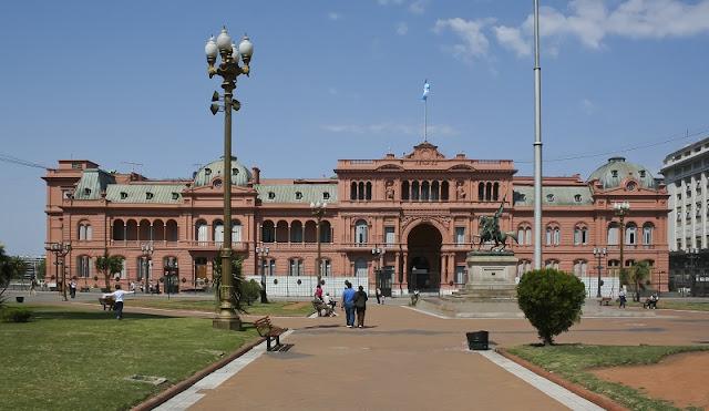 Plaza de Mayo em Buenos Aires no mês de novembro