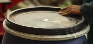 Drum Silase Tebon Jagung pakan ternak ditutup rapat