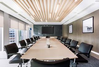 Menyiapkan ruang untuk rapat