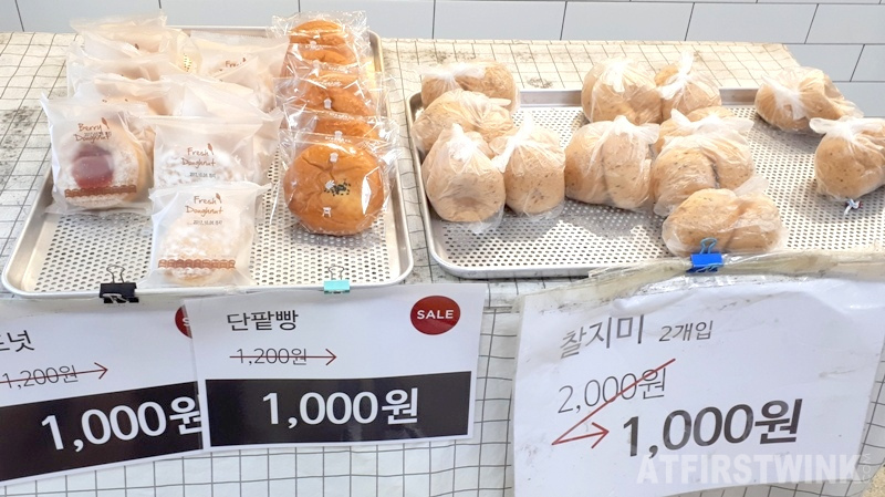 bread & co. shop in Jongno 3-ga metro station more discounted bakery goods