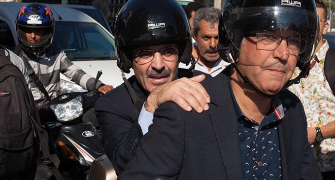 """صحفيو """"آخر ساعة"""" ينقلون احتجاجاتهم إلى مقر شركة بناني"""