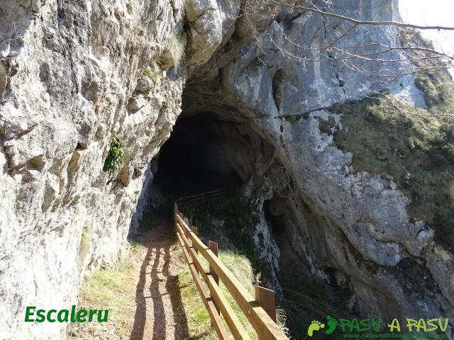 Entrada al túnel del Escaleru