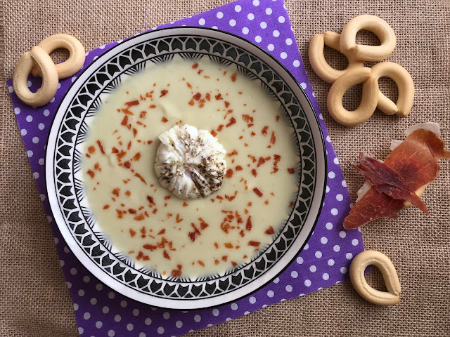 crema de alcachofas con huevo poché y jamón receta