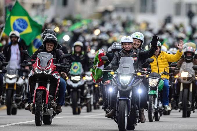 Bolsonaro vai participar de motociata no Paraná