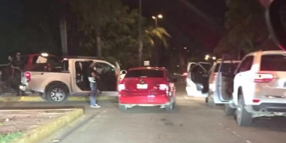 """Convoy de """"sicarios"""" instalan retenes en Culiacán; los usan para desaparecer personas y tirar sus cuerpos en basureros"""