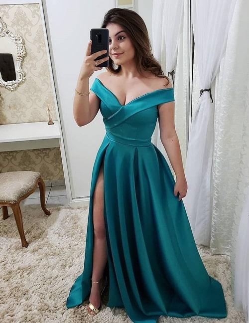 vestido verde estilo princesa com fenda