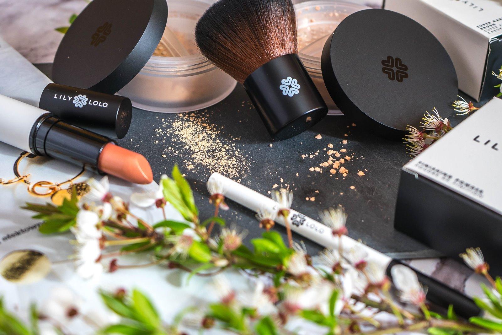 1 jak nakładać kosmetyki mineralne lily lolo opinia recenzja jak stosować puder matujący pędzel super kabuki cena blog szminka naturalne kosmetyki dla wegan puder mineralny podkład kredka do oczu szminka