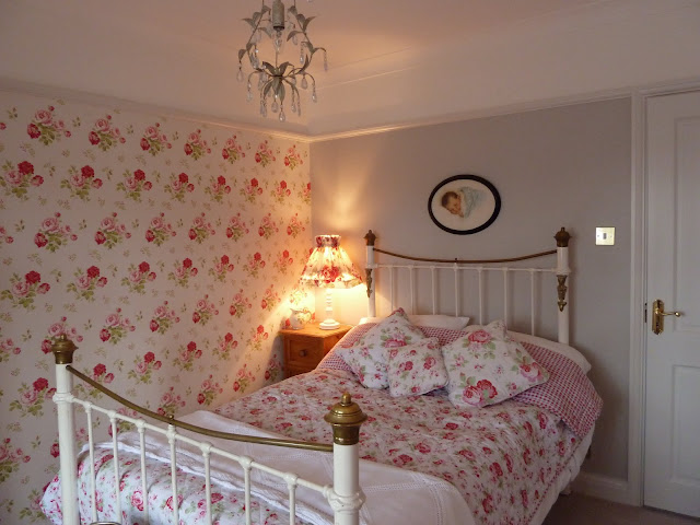 Farrow and Ball Cornforth White bedroom with Cath Kidston wallpaper