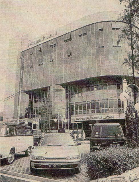 Plaza Warly Jakarta sebelum renovasi, 1991, masih bernama Plaza Dwima