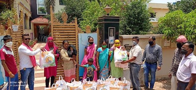 कैबिनेट मंत्री गुरु रूद्र कुमार के निर्देशानुसार चरौदा में जरूरतमंदों को सूखा राशन वितरित