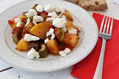 Briam con feta. Ricetta di cucina greca.