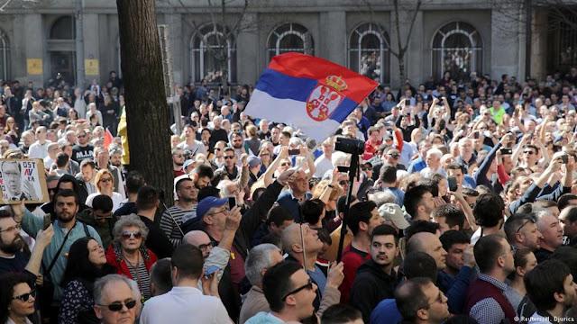 Τι συμβαίνει στα Βαλκάνια με τις συνεχείς κινητοποιήσεις;