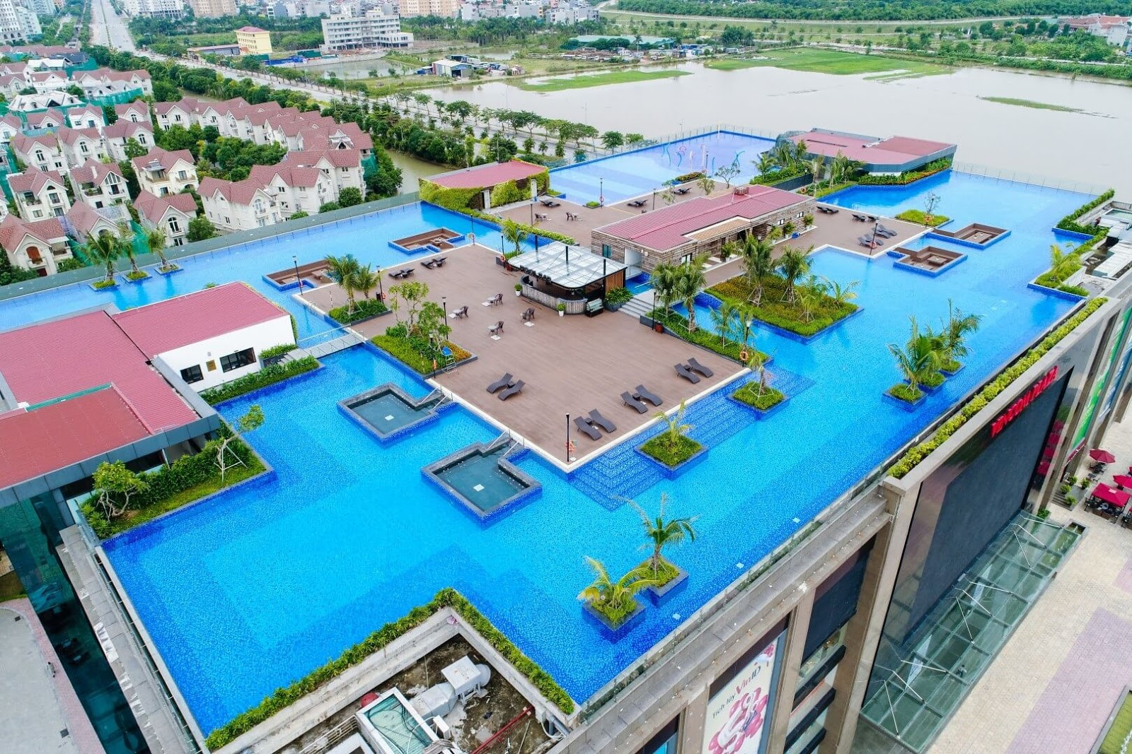 Nơi đây có bể bơi vô cực lớn nhất Long Biên.