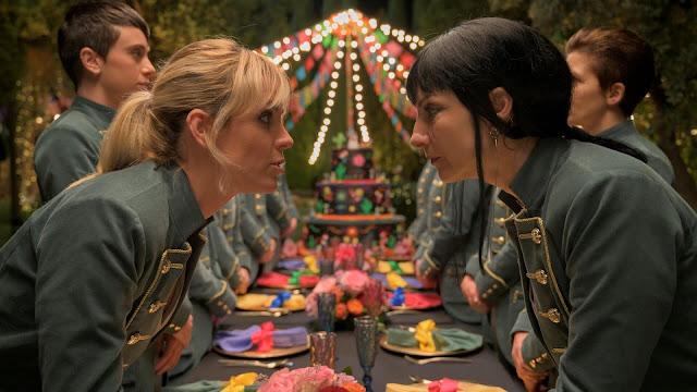 Zulema (Najwa Nimri) y Maca (Maggie Civantos) en 'Vis a Vis: Oasis'