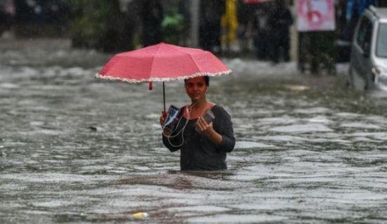 बारिश ने किया यूपी का हाल बेहाल, दर्दनाक खबरें आईं सामने, प्रशासन मुस्तैद - newsonfloor.com