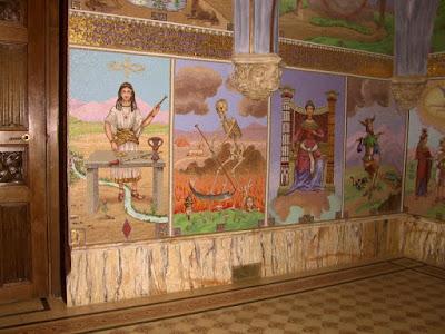 arcanos del tarot en edificio capilla