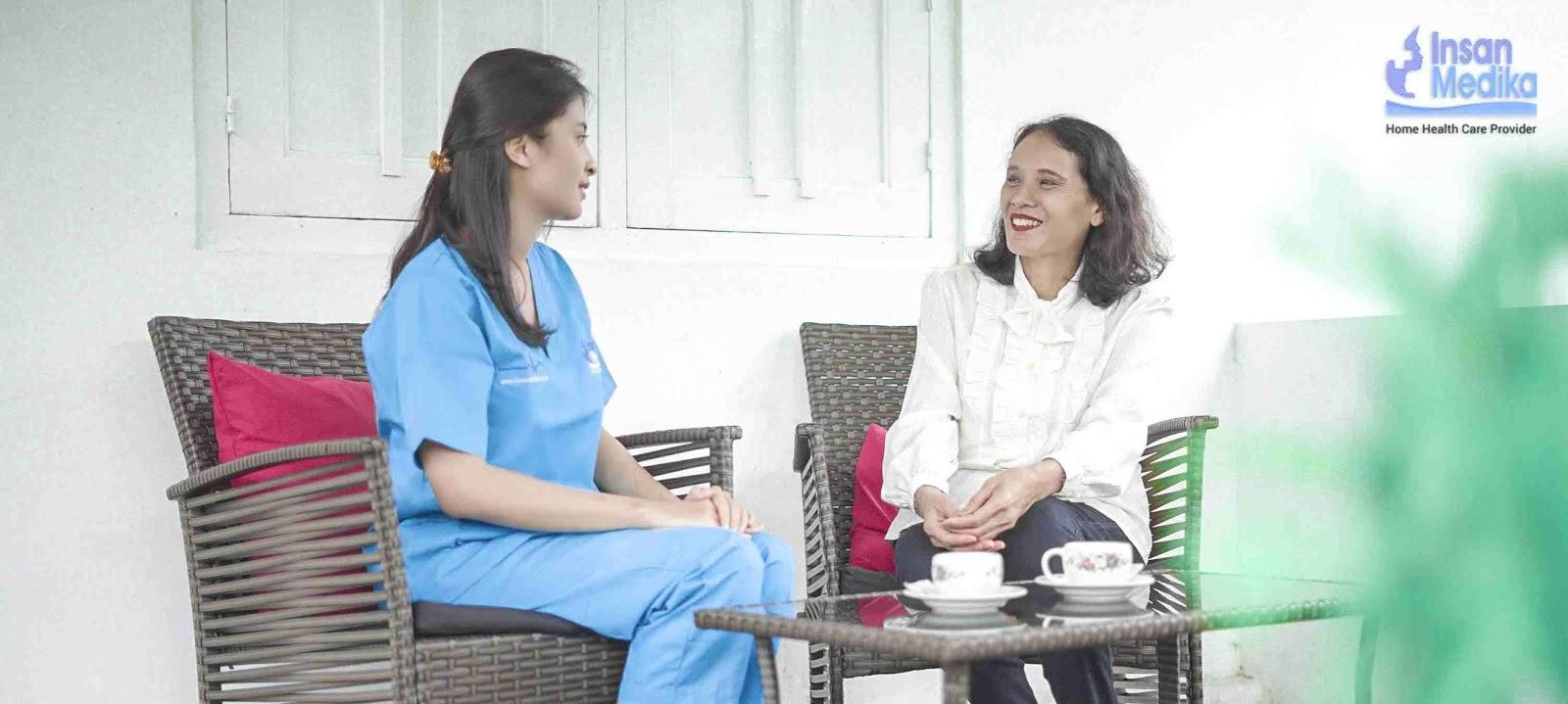 Solusi Saat Orang Tua Butuh Perawatan, Namun Waktu yang Tidak Memungkinkan