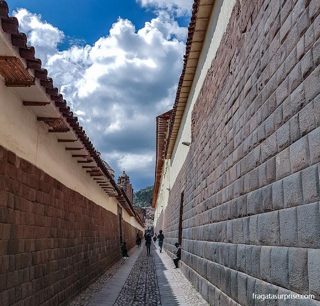 Paredes incas em uma rua de Cusco, Peru