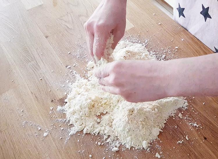 Pâte brisée : sabler farine et beurre