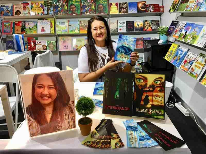 Sem barreiras sobre os temas a escrever, Vina Ferreira, autora do interior de São Paulo que já ganhou boa parte do mundo com seus livros, tem um sonho: ampliar ainda mais o alcance de sua escrita, para proporcionar um universo mais agradável e cheio de fantasia a seus leitores.