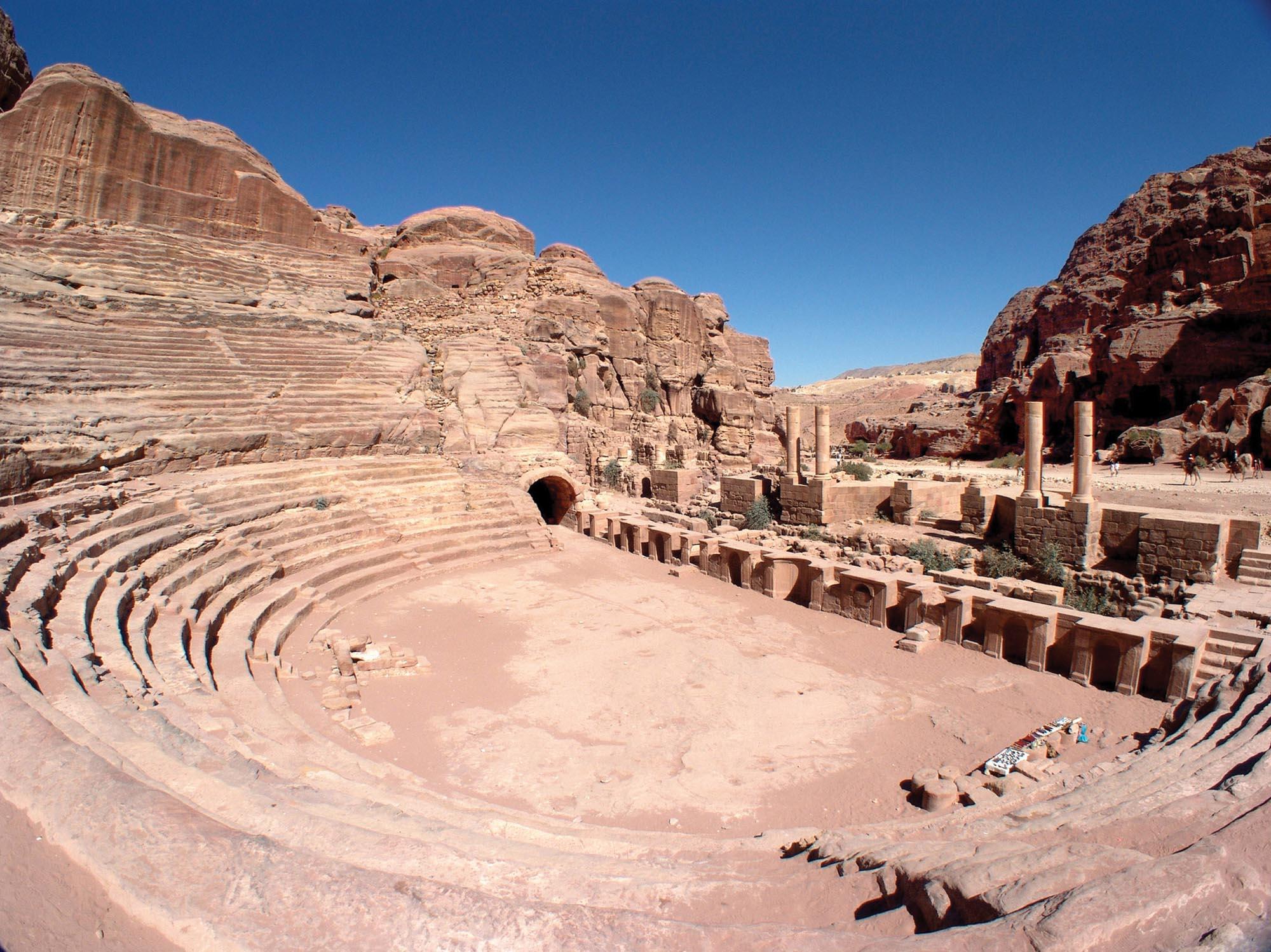 Амфитеатр в городе Петра в Иордании