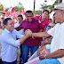Moradores da Vila Nova República saúdam Edivaldo com entusiasmo