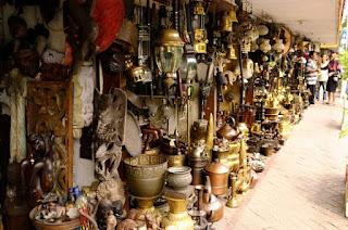 http://www.teluklove.com/2017/04/daya-tarik-objek-wisata-pasar-loak.html