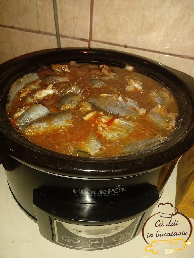Conserva de peste in bulion la slow cooker Crock Pot