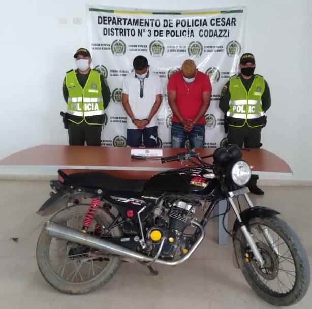 https://www.notasrosas.com/Capturados cuando se movilizaban en motocicleta hurtada en La Jagüa de Ibirico - Cesar