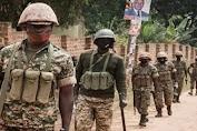UE, AS menyerukan penyelidikan kekerasan pemilu Uganda Tentara Uganda berpatroli di dekat jalan menuju rumah Robert Kyagulanyi, juga dikenal sebagai Anggur Bobi, di Magere, Uganda - Hak Cipta © africanews.
