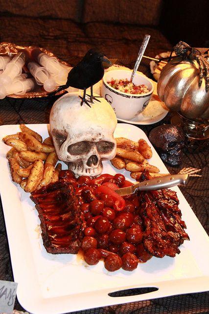 """декор блюд на Хэллоуин, рецепты на Хэллоуин, Хэллоуин, праздничные блюда на Хэллоуин, рецепты,,Hallows' Eve, All Saints' Eve, на Хэллоуин, идеи на Хэллоуин, еда на Хэллоуин,закуски, закуски мясные, нарезка мясная, закуски на Хэллоуин, закуски из колбасы, подача закусое, блюдо """"Скелет"""", мясная тарека,"""