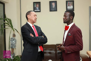A man who specialist in Dapper Windscreen Washer meet with Senator Ben Bruce - Photo