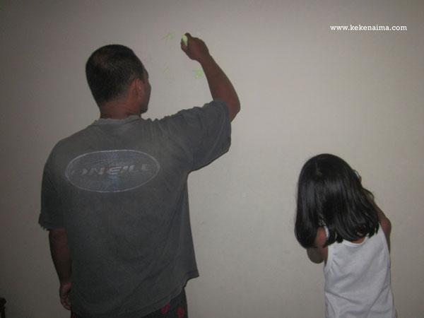 cat tembok supersilk anti noda, cara membersihkan noda di cat tembok dengan mudah