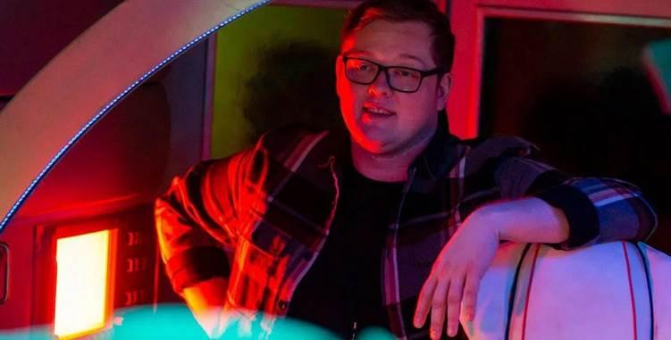 Tom Paton on the set of G-LOC
