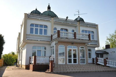 http://www.bryla.pl/bryla/56,85301,10286609,estetyka-kiczu-romskie-wille-to-prawdziwe-palace,,2.html