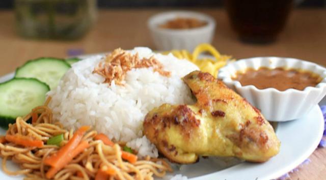 Cara membuat Nasi Uduk Rice Cooker, Cara membuat Ayam Goreng Ungkep Bumbu Kuning, dan Cara Membuat Sambal Kacang