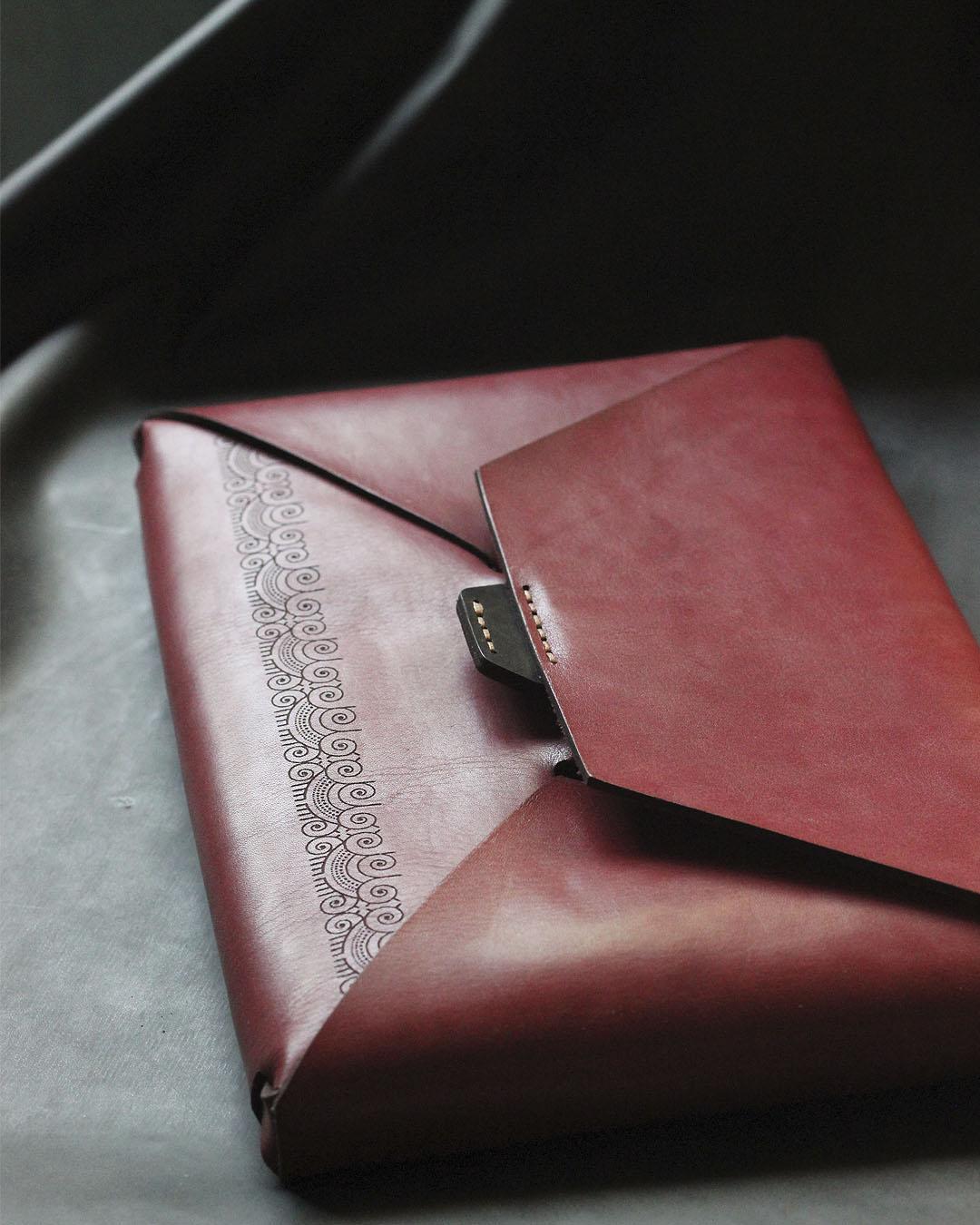 seamless clutch bag