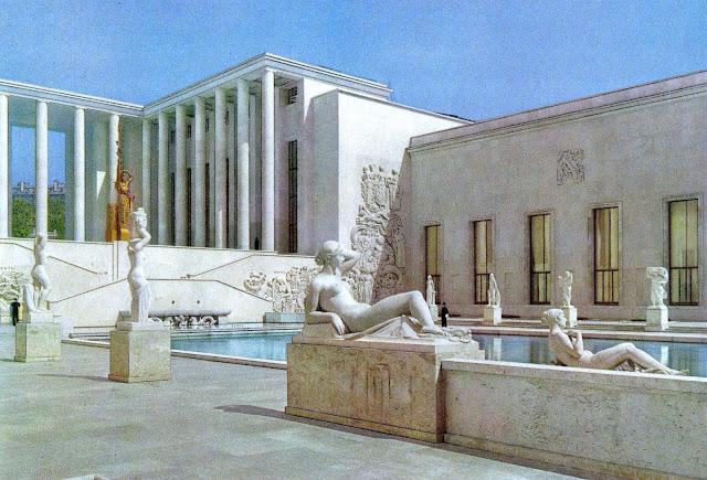 1937 Exposition Internationale des Arts et Techniques dans la Vie Moderne, a color photograph of a pond with sculptures